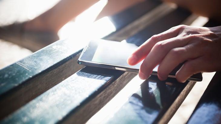 phone-on-wooden-slats