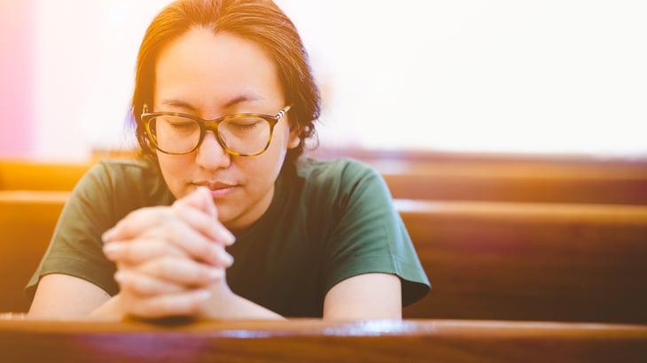 woman-praying-church