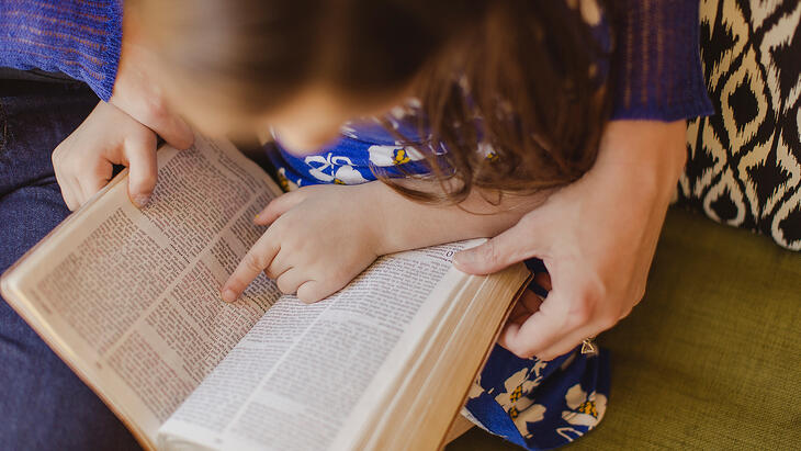 reading-to-child