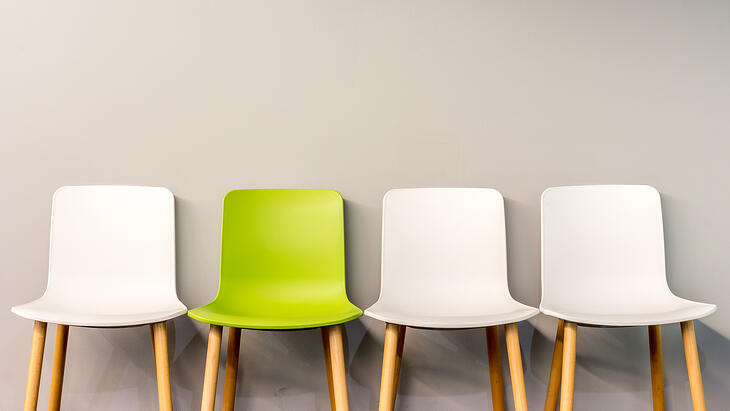 white-chairs-and-green-chair