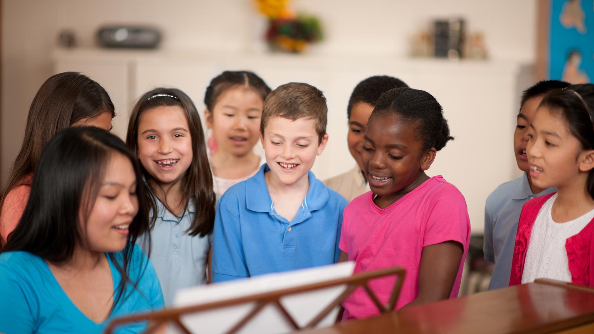 children-sing-piano